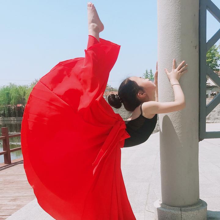 月儿爱跳舞💃