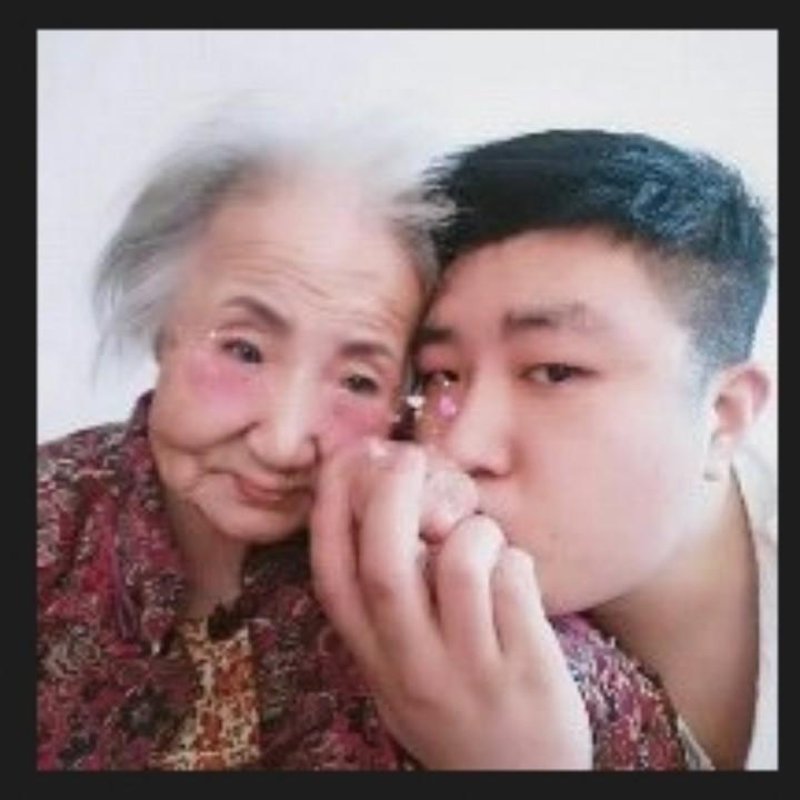 文哥和奶奶